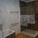 Wasserfeste Vinylböden an Wand und Boden
